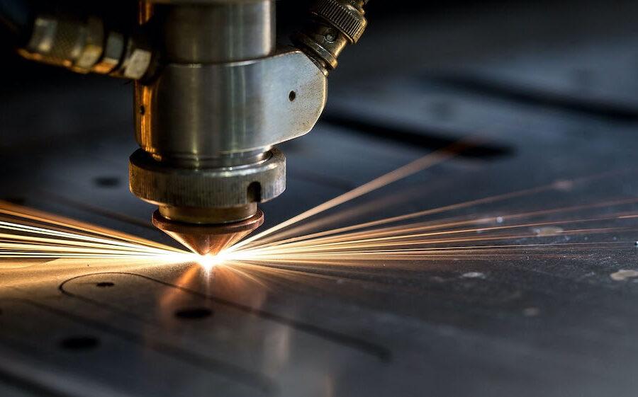 Come funziona il taglio laser dell'acciaio inox: tecnica e vantaggi | Ventilinox